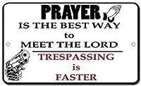 ヴィンテージルックレプリカ金属サイン、不法侵入主に会うための祈りはより速い銃B、錫壁サインレトロな鉄の絵画ヴィンテージ金属プラーク装飾ポスターバーカフェストアホームヤード