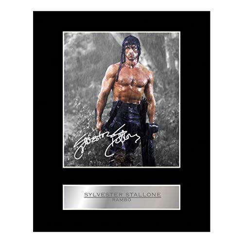 Foto mit Autogramm, Motiv: Sylvester Stallone in Rambo, im Passepartout