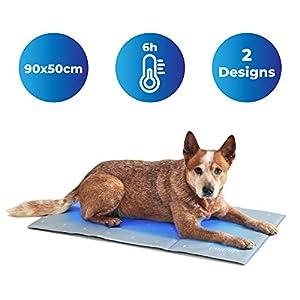 immagine di PiuPet® Tappetino refrigerante per Cani - 90 x 50 cm - Elegante Tappeto refrigerante per Cani - Adatto Anche a Cani e Gatti di Taglia Grande - Colore Grigio