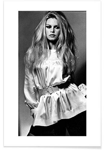 """JUNIQE® Brigitte Bardot Schwarz & Weiß Poster 40x60cm - Design """"Brigitte Bardot II"""" entworfen von Vintage Photography Archive"""