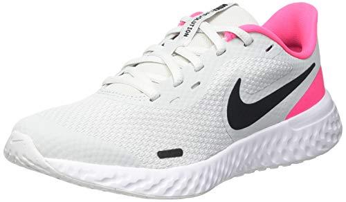 Nike Revolution 5 (GS), Scarpe da Corsa, Photon Dust/Black-Hyper Pink-White, 37.5 EU