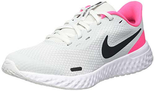 Nike Revolution 5 (GS), Scarpe da Corsa, Photon Dust/Black-Hyper Pink-White, 38 EU