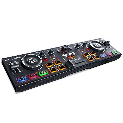 Numark DJ2GO2 - Ultra-portabler 2-Kanal DJ Controller für Serato DJ Lite, inklusive eingebautes Audio Interface mit Kopfhörer Cueing, Pad Performance Controller, Crossfader und Jogwheel