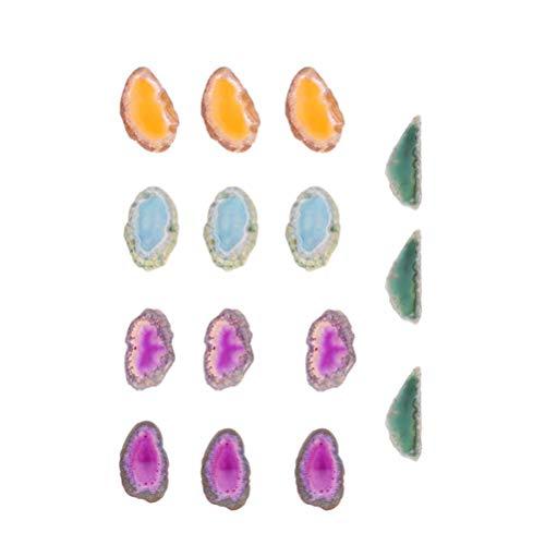 Vosarea - 15 colgantes de ágata natural con agujero perforado, cristales curativos irregulares, piedras para manualidades, talla S (rojo, azul, verde, amarillo, morado)