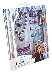 Disney frozen ii - accessoiresset 18 pieces Size of the gift box 18,5x2,5x23,5 cm The 18 pieces set includes: 4 plastic hair clips, 1 pearlnecklace with charm, 1 pearlbracelet with charm, 6 elastics, 6 terry ponies All with cool motifs of the favouri...