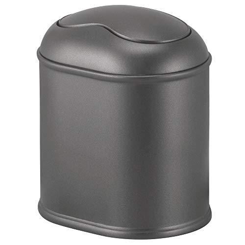 mDesign Práctica Papelera con Tapa giratoria – Elegante Cubo de baño Fabricado en plástico rígido – Compacta Papelera basculante para baño, despacho y Cocina – Gris Oscuro