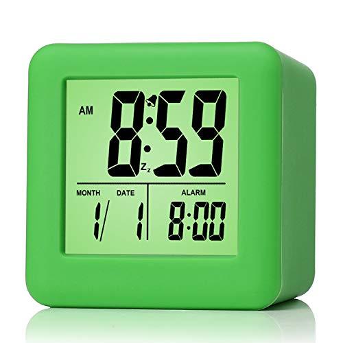 Plumeet Reloj Despertador Digital con Snooze, luz de Noche Suave, Pantalla Grande con Hora, Fecha y Alarma, Alarma con Sonido Ascendente y tamaño portátil, niños (Verde)