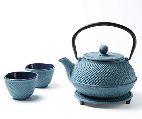 Tealøv Tetera Hierro Fundido Set 800 ml – Servicio DE TÉ Completo de Tetera de Hierro Fundido con Infusor, Tazas de té y Salvamantel – Interno smaltato - Diseño de Estilo Japonés – Arare Azul