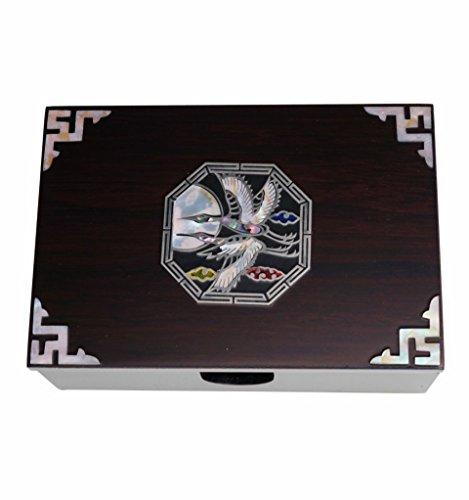 Mooie houten doos voor visitekaartjes. Accessoire ontwerp versierd handgemaakte Moeder van Parel Wit