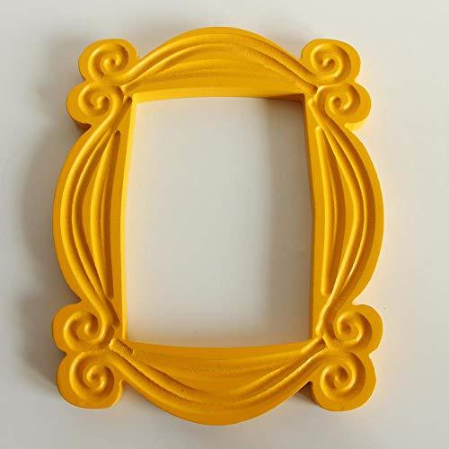 Cornice per porta di Monica fatta a mano serie TV Friends Cornici per foto in legno giallo da collezione per decorazioni per la casa-cornice della porta, 25,5x20,5x1,5 cm