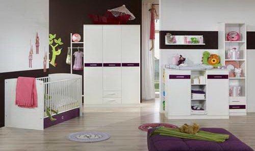 lifestyle4living Babyzimmer, Kinderzimmer, Komplett-Set, Babymöbel, Junge, Mädchen, Kleiderschrank, Wickelkommode, Babybett, weiß, brombeer