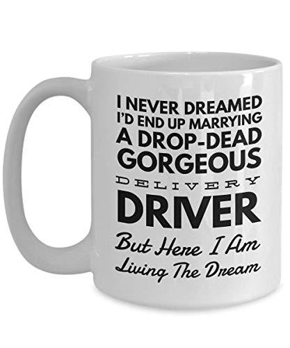 Tazza da caffè da 325 ml in ceramica con scritta in lingua inglese 'Wife or Husband I Never Dreamed I'd End Up Marrying A Drop Dead' (lingua italiana non garantita)
