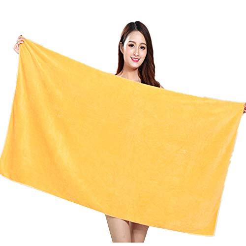 Toalla de baño amarilla de algodón.