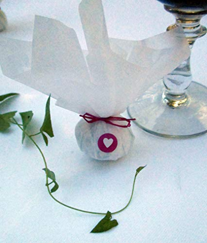 Die Seedball-Manufaktur, Fuchsie Seedball Gastgeschenk mit Herz, Weißes Seidenpapier mit pinkfarbener Bastschleife, 2,5 x 2,5 x 6 cm