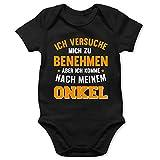 Shirtracer Sprüche Baby - Ich versuche Mich zu benehmen Aber ich komme nach Meinem Onkel orange - 3/6 Monate - Schwarz - Baby Strampler Onkel Spruch - BZ10 - Baby Body Kurzarm für Jungen und Mädchen