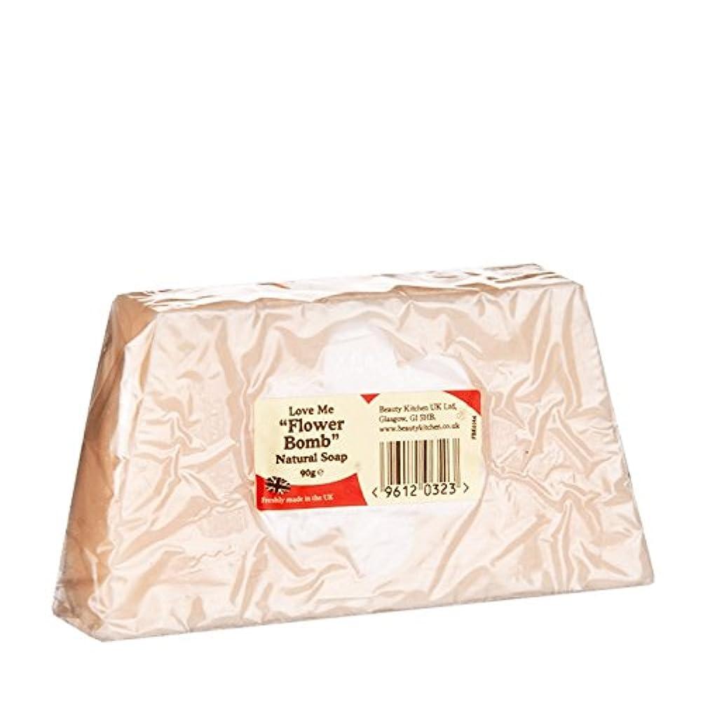 鮮やかな脚本蒸気Beauty Kitchen Love Me Flower Bomb Natural Soap 90g (Pack of 6) - 美しさのキッチンは私に花爆弾の天然石鹸90グラムを愛し (x6) [並行輸入品]