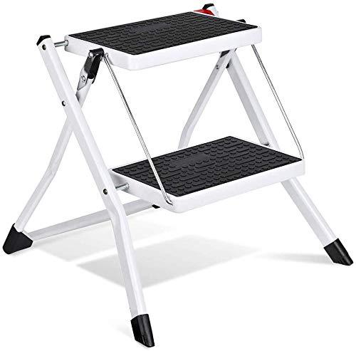 HOUSE DAY Escalera de 2 peldaños, Escalera Plegable Blanca con Mango Antideslizante Escalera de Tijera Mini Taburete en Acero Robusto y Ancho, Capacidad de Carga de hasta 115 kg, 60 cm