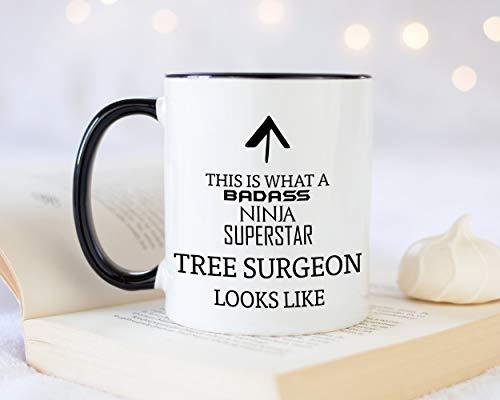 Sp567encer Dit is wat een Badass Boom-Chirurg als 11oz koffiekopje thee-cadeau-idee voor landschapsontwerper-tuin-boom-hals-kettingzaag-organisaties uitzien.