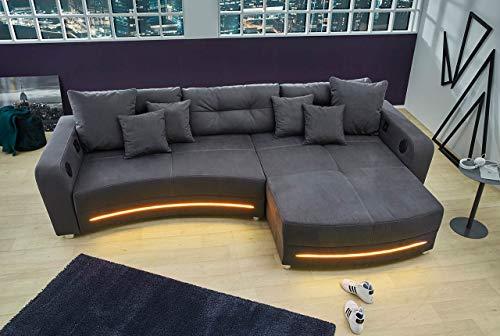 lifestyle4living Ecksofa in grauem Microfaserstoff, Sofa mit Multimediapaket, LED-Beleuchtung inkl. Kissen.