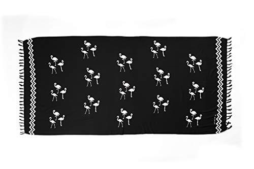 MANUMAR Damen Sarong blickdicht | Pareo Strandtuch | Leichtes Wickeltuch in Schwarz mit Flamingo-Motiv mit Fransen | XXL Übergröße 230x115 cm | Sauna-Handtuch | Haman-Tuch | auch für Schwangere | Bali