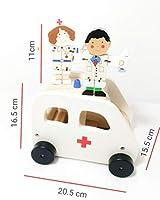 سيارة إسعاف خشبية تتضمن شخصيتين من فليكسي (أكثر من 3 أعوام)