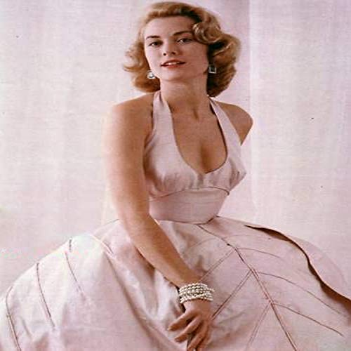 Posterazzi DAP18373 Grace Kelly - Leaning in Swoop Neck Gown and Pearl Braclet Photo Print, 8 x 10, Multi