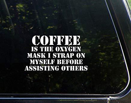 Koffie Is De Zuurstof Masker Ik Strap Op Mij Voordat Helpen Anderen Vinyl Die Gesneden Decal Bumper Sticker Voor Windows, Auto's, Vrachtwagens, Laptops, Etc.