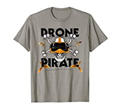 A cool drone pirate design with a skull that wears one of these goggles for flying a freestyle quad. For quadrocopter pilots who like to put their FPV glasses on their skulls and fly a lap through the air with the quad. Lightweight, Classic fit, Doub...