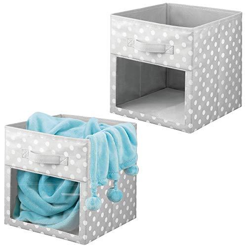mDesign 2er-Set Aufbewahrungsbox aus Stoff – Schrankbox für Babykleidung, Decken, etc. – gepunktete Aufbewahrungskiste mit Griff und Sichtfenster – grau/weiß gepunktet
