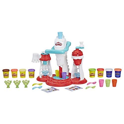 Doble diversión: aquí los niños pueden crear 2 fantásticas creaciones de helado Play-Doh con su propio juego de helado Play-Doh Máquina de helado Play-Doh 3 en 1: máquina de helado, estación de nata y estación de esparcimiento – todo en un divertido ...