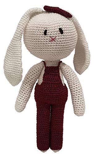LOOP BABY - Gehäkelter weißer Hase aus 100 % Bio-Baumwolle- Hasen-Puppe mit weinroter Latzhose - Geschenk-Baby-Mädchen - Kuscheltier mit Name