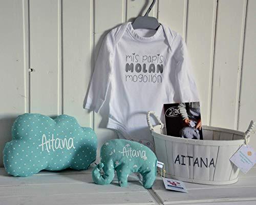 Canastilla bebé personalizada. Regalo original para un recién nacido, personalizado y hecho a mano. Incluye saco térmico (alivia cólicos), cojín nube y body. Cesta decorativa.