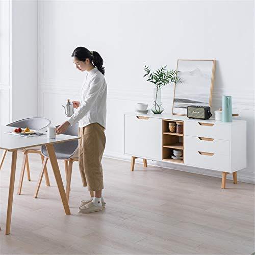 背の低いロータイプの食器棚は、圧迫感がないため複数並べてもダイニングがひろびろとした印象になり、部屋が広く感じます。