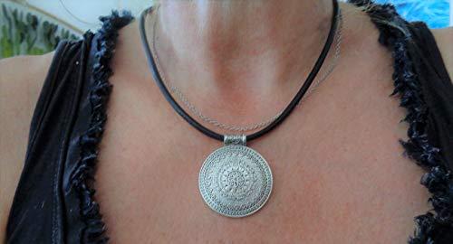 AMULETO DE MANDALA ÚNICO NEGRO DE 4 MM EN CORREA DE CUERO GRUESO collar collar negro, cadena de cuero, colgante decorado, cadena étnica tribal