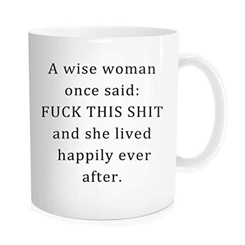 Cita inspiradora de la divertida taza de café - Una mujer sabia que alguna vez dijo: A la mierda esta mierda y ella vivió feliz para siempre - Regalo de cumpleaños de Halloween del día de las madres p