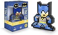 Pixel-Art Interpretationen deiner beliebtesten Charaktere zum Sammeln, perfekt für Spieler und Fans der DC Comics Es leuchtet, benutze den An- und Ausschalter an der Rückseite, um Batman aussehen zu lassen als wäre er direkt aus einem Videospiel ents...