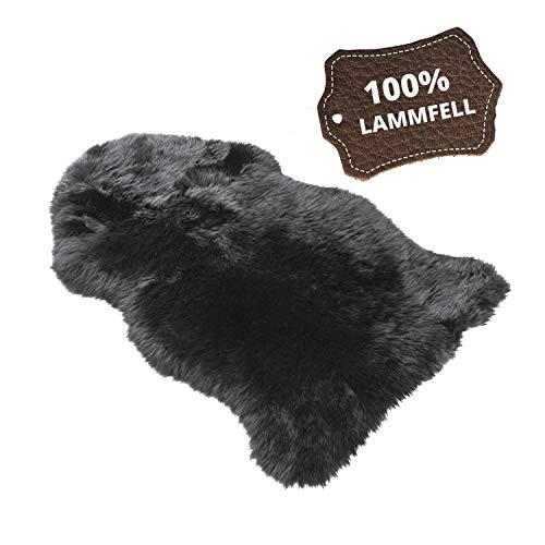 Walser Lammfellteppich Blake, weiche Lammfellauflage, Sitzauflage Lammfell, Flauschiger Bettvorleger, Kindersitzeinlage in schwarz 85cm lang