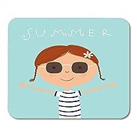 マウスパッド幸せかわいい女の子描画ノートブック、デスクトップコンピューターのマウスマット、オフィス用品の小さな愛らしい美しい漫画キャラクターマウスパッド