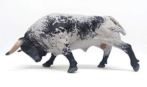 Toro Bravo Embistiendo Ensabanado Capirote. Figura en PVC pintada a mano para jugar y coleccionar.