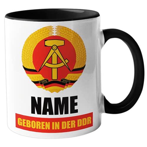 """GESCHENK1 DDR Namenstasse 330ml – personalisierte Kaffeetasse mit Spruch """"Geboren in der DDR"""" – Tasse personalisiert/ Kaffeebecher personalisierbar als DDR Geschenk Idee für Männer/ Frauen"""