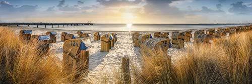 Panorama Wandbild auf Alu-Dibond. Strandkoerbe im Sonnenaufgang am Strand von Scharbeutz. Galerie Fine Art Print auf Aludibond. Panoramabild als Kunst Wanddeko Wand Foto Bild