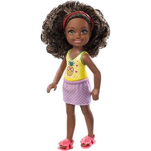 Barbie- Club Bambola Chelsea con Capelli Castani Ricci e Top Stampa Ananas, FXG76
