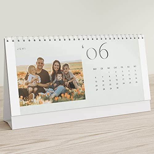 sendmoments Fotokalender 2022 mit Relieflack, Bilderreiches Jahr, Kalender für Digitale Fotos, Tischkalender zum Aufstellen mit persönlichen Bildern, Querformat 260x120,