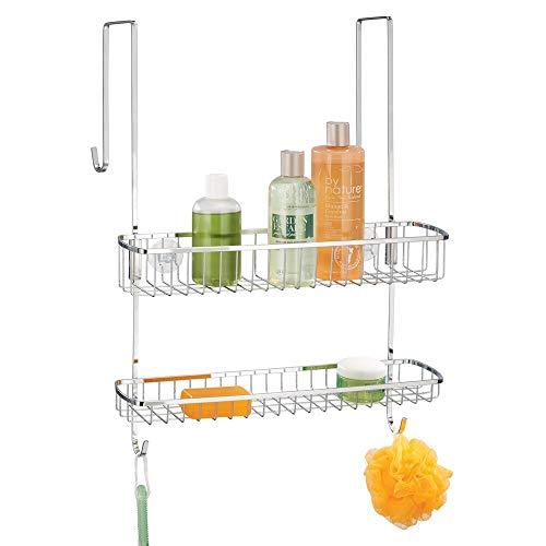 mDesign Estantería de ducha para colgar – Fácil instalación sin agujeros de este colgador para ducha – Cestas metálicas con 2 repisas y ganchos para los accesorios de ducha – plateado