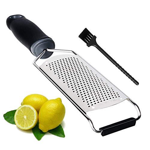 Affilato e ad alta efficienza -- La grattugia è fatta di acciaio inossidabile, facile da tagliare e sminuzzare facilmente lo zenzero, un simpatico aiutante di utensili da cucina per voi. Ti aiuta a zestare e classificare facilmente limoni, lime, aran...