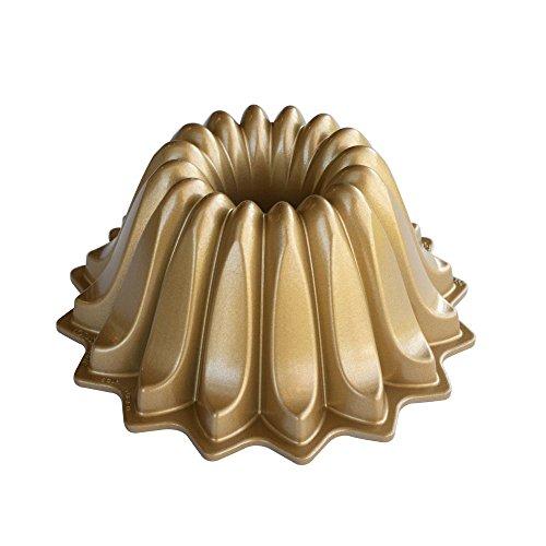 NordicWare - Molde de aluminio para tartas, color dorado, 21,6 x 21,6 x 9,5 cm