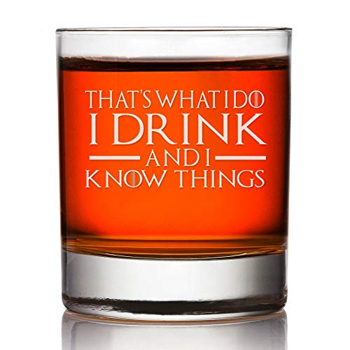 Dat is wat ik drink en ik weet dingen spel van tronen rotsen glas aangepaste Whiskey glas gegraveerd Groomsman Whiskey glas aangepaste rotsen