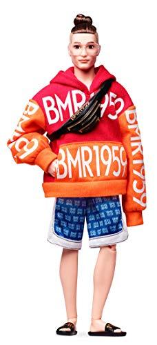 Barbie GHT93 BMR1959 Ken Streetwear Signature bewegliche Puppe mit Dutt, Kapuzenpullover und Shorts, inkl. Accessoires und Puppenständer