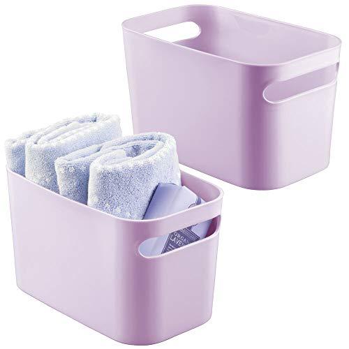 mDesign Juego de 2 cajas de plástico para baño – Práctica cesta organizadora con asas para cosméticos, champú, lociones, perfumes y más – Organizador de baño, también para guardar toallas – lila claro