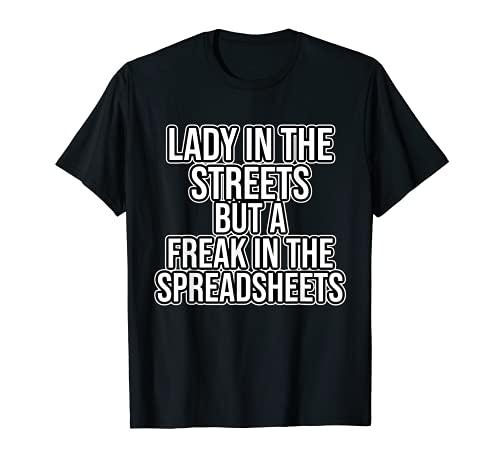 Señora en las calles pero un freak en el hojas de cálculo Camiseta